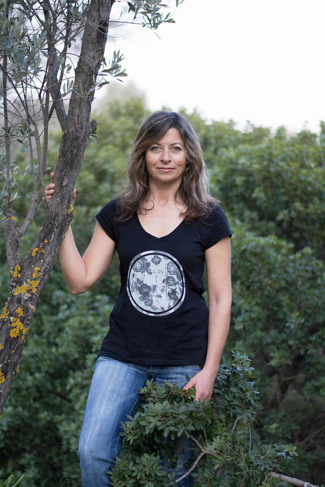 Lemonia Ziglaki next to olive trees