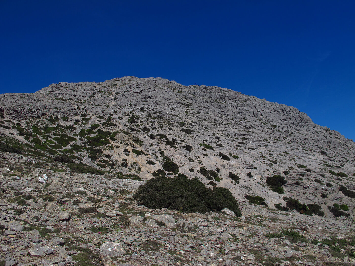 Hiking in Pelinaio mountain in north Chios