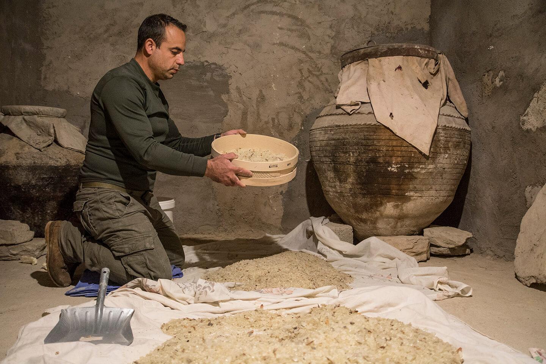 Chios Mastiha sifting or tahtarisma process
